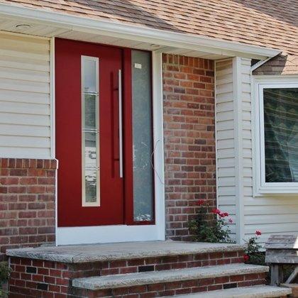 M12 B durvis, pēc RAL, ar papildu fiksēto rokturi, ar matēta stikla sānu paneli