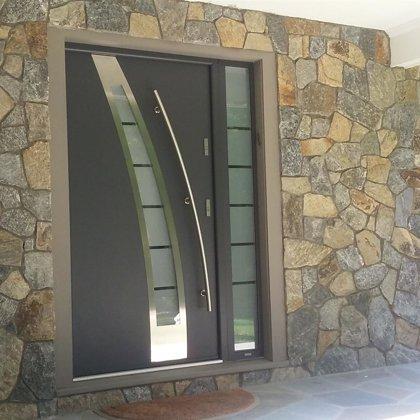 M36 durvis, antracīta, ar papildu fiksēto rokturi, ar daļēji matēta stikla sānu paneli