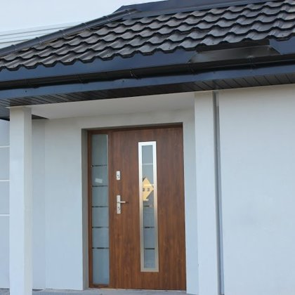M12 durvis, zelta ozols, daļēji matēta stikla sānu panelis