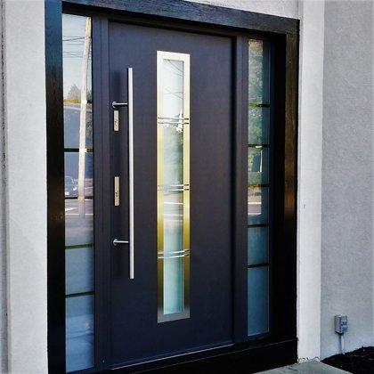 M12 B durvis, antrac, ar papildu fiksēto rokturi, ar 2x daļēji matētu stiklu sānu paneļiem
