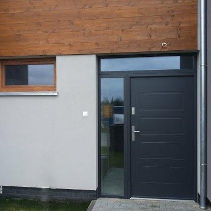 M13 durvis, antracīta, ar vienu sāna, vienu augšējo REFLEX stikla paneli